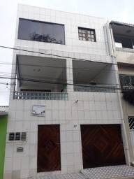 Vende se um prédio com 3 casas na Imbiribeira