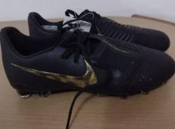 Chuteira Nike original na loja custa 1000 reais