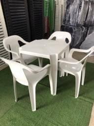 Cadeira plástica com mesa reforcada