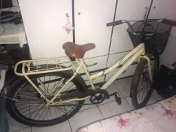 Bicicleta com cestinha e bagageiro . Aceito cartão e divido.