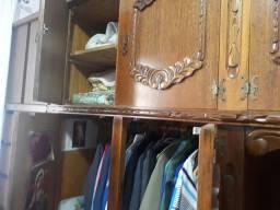 Guarda roupa e cama com criado