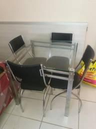 Mesa com 4 cadeiras de Alumínio e tampo de Vidro