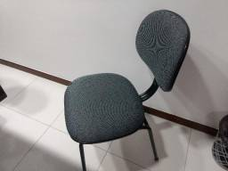 Cadeira estofada 4 pés fixa