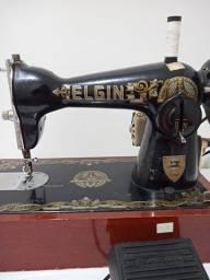 Máquina de costura modelo Elgin elétrica