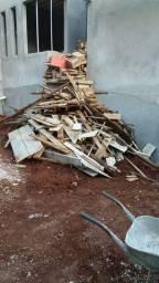 Doa-se resto de madeira de construção