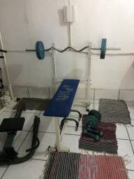 Banco de supino + Barra W + 4 anilhas de 10kg cada (40kg total)