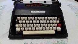 Máquina de escrever Olivetti Lettera 37
