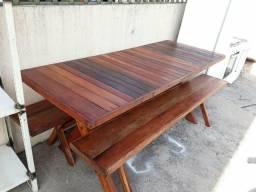 Mesa de madeira 2 metros com 2 bancos