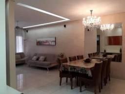 Casa 300 m² com 4 quartos