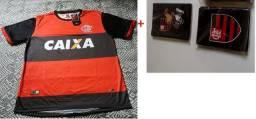 Camisa de futebol e carteira porta documentos