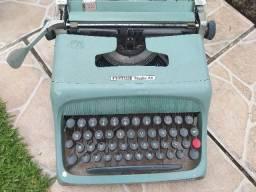 Máquina De Escrever Olivetti Studio 44