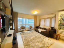 Apartamento de três dormitórios mobiliado