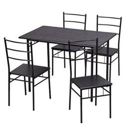 Jogo de mesa com 4 cadeiras
