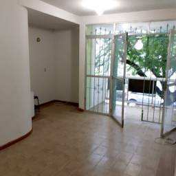 Apartamento tipo casa frontal, bairro nobre, apenas 5 minutos do Centro, taxas já inclusas