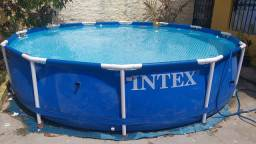 Piscina Intex usada 6 500 lts com kit limpeza.
