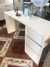 Mesa pra escritório com duas gavetas