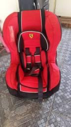 Cadeirinha semi novo da Ferrari