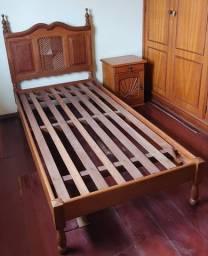 Conjunto cama e criado mudo solteiro em cerejeira maciça