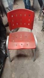 Cadeira de Plastico Vermelha - Semi novo