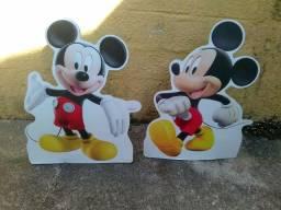 Tudo por $80,00 Enfeites de pé em madeira MDF Mickey e Patati Patatá