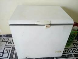 Freezer de uma tampa médio bem conservado funcionando perfeitamente C/garantia