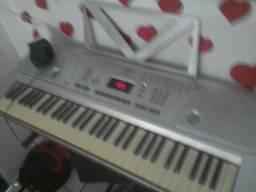 Troco este teclado semi novo