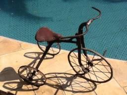 Triciclo Velocipede muito Antigo Status de Museu para Colecao ou Decoracao