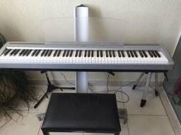 Piano Digital Yamaha P95 banco. suporte para o Piano e pedal adicional