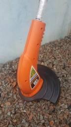 Máquina de cortar grama com recolhedor e máquina de acabamento
