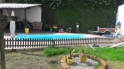 Casa com piscina 3 dormitórios sendo 2 suítes