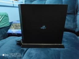 PS4 PRO com acessórios e 3jogos mídia física e ,143 jogos digital