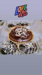 Caixa de cupcake com cobertura de chocolate brigadeiro