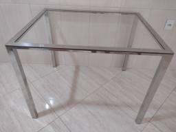 Título do anúncio: Vendo uma mesa de 4 cadeiras.de vidro temperado .