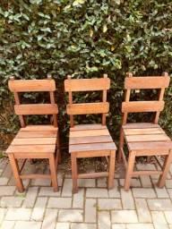24 Cadeiras de madeira angelim semi nova
