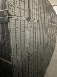 Liquidação de estoque caixa plástica no atacado