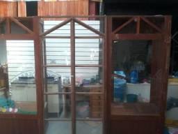 Vendo vitrine com porta no centro