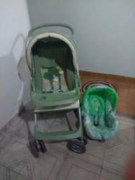 Carrinho de bebê com bebê conforto semi novo