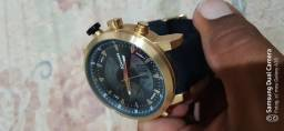 Lindo relógio. R$200