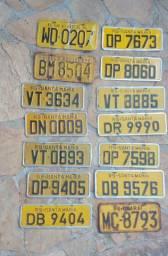 Placas antigas. Amarela, cinza, Estados Unidos e Uruguai