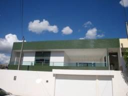 Casa em Caruaru, 360m2