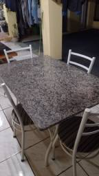 Título do anúncio: Mesa de granito com 4 cadeiras perfeito estado