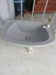 Vendo lavatório   para banheiro    bem conservado