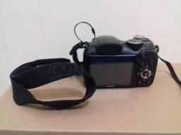 Câmera Semi-profissional FujiFilm, modelo Finepix S2800HD
