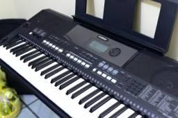 Teclado Yamaha Psr E433 com fonte original, pedal de sutain e suporte