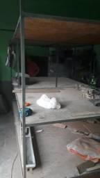 Vendo estante de ferro com 3 prateleiras de madeira