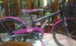 Bicicleta Caloi Barbie Aro 20 Preta E Rosa com sete marchas-Novinha - poucas vezes usada.