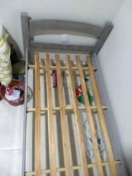 Cama, cômoda de quatro gavetas e cortina com blackout. Novos