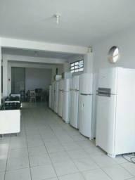 Geladeiras, fogões, pias, máquinas de lavar.