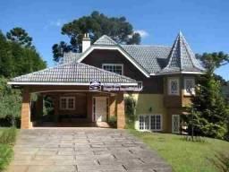 Belíssima casa em condomínio fechado de alto padrão