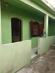 Casa 02 quartos na esquina da praia de saquarema